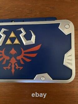 The Legend of Zelda A Link Between Worlds Limited Edition Hylian Shield 2DS XL